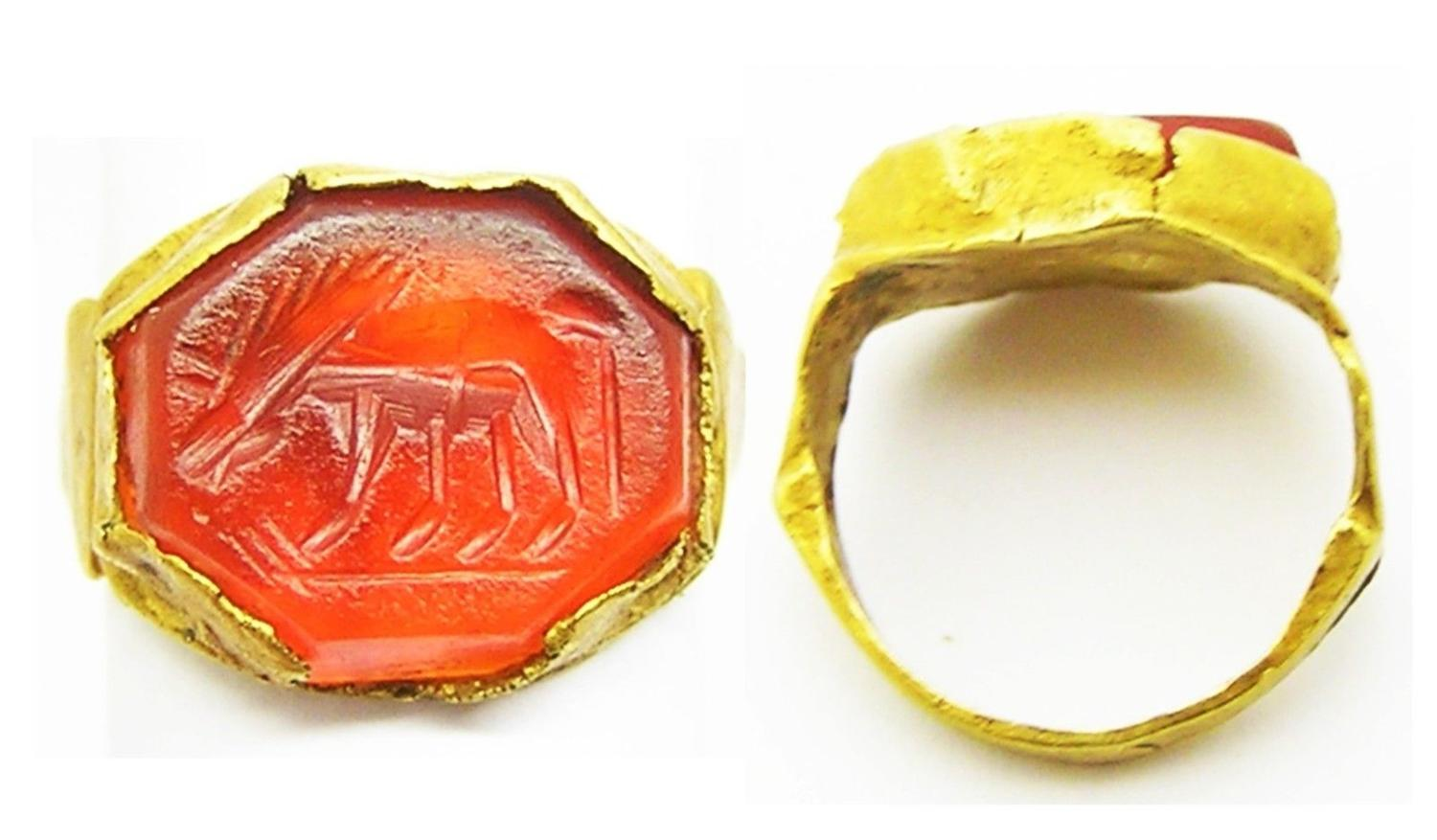 Roman Gold Intaglio Ring of a Grazing Horse