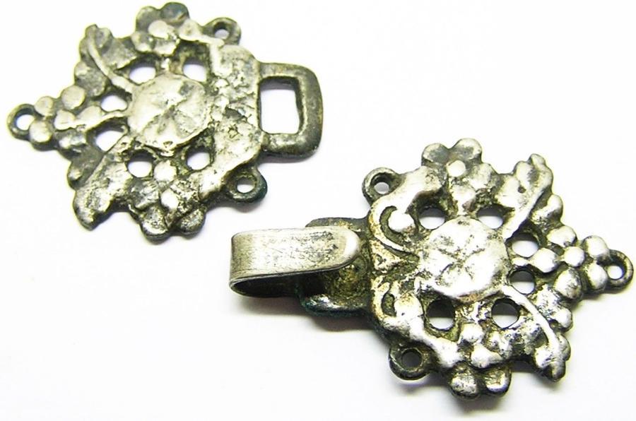 Renaissance Silver Clothing Fastener Set