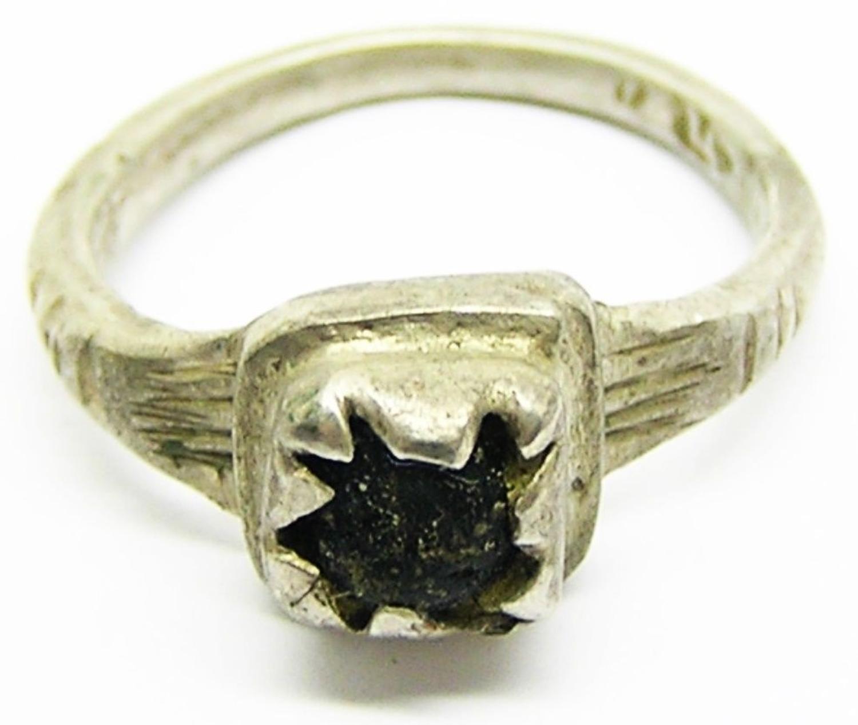 Renaissance Tudor Gentleman's Silver Finger Ring Box Bezel