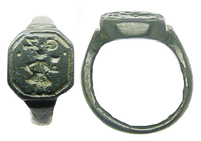 Baroque Bronze Signet Ring G.Z. Gentleman Holding Wine Cup