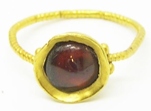 Late Roman Thetford Type Gold Garnet Finger Ring