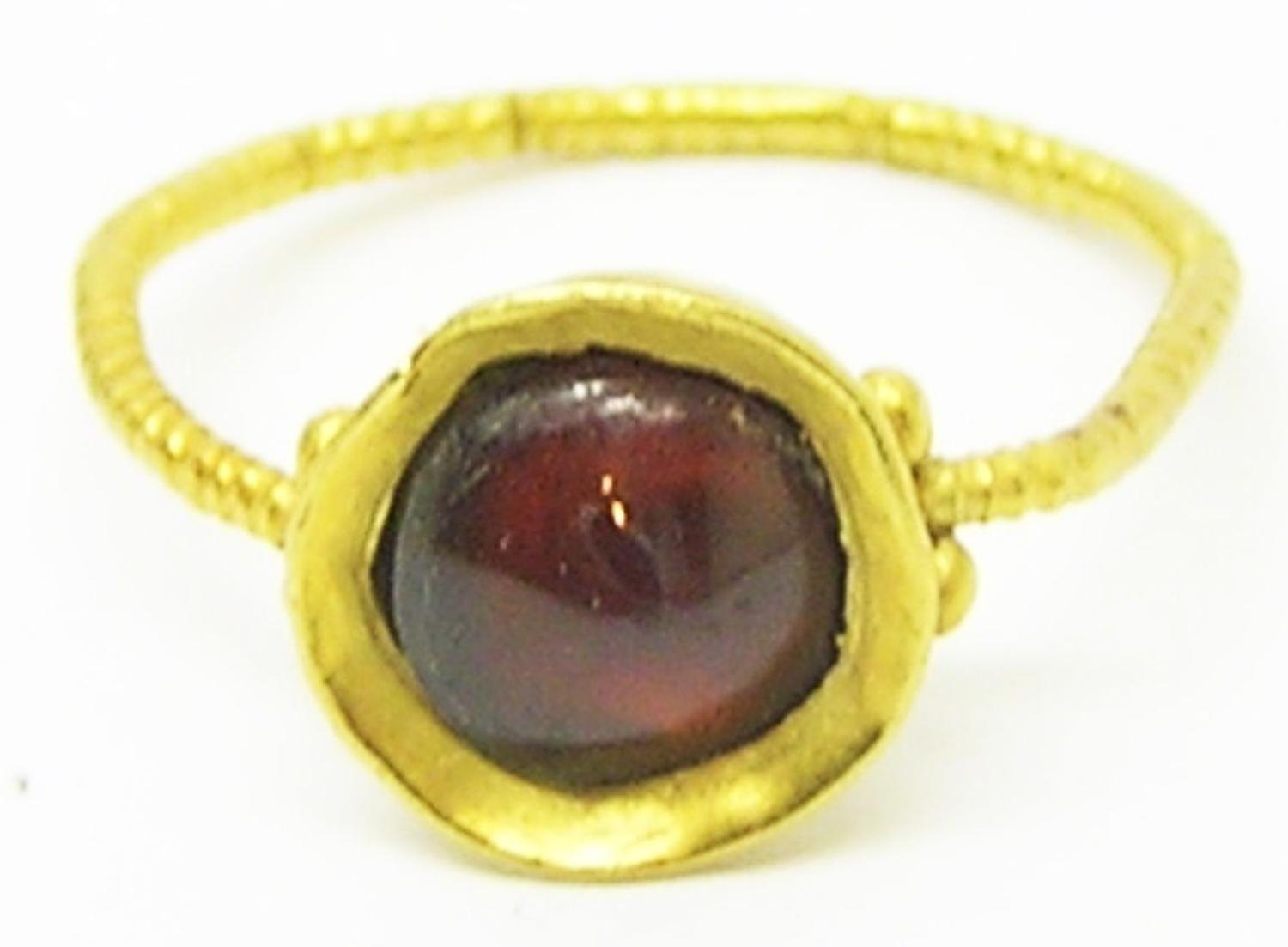 Late Roman Thetford Type Gold Garnet Finger Ring