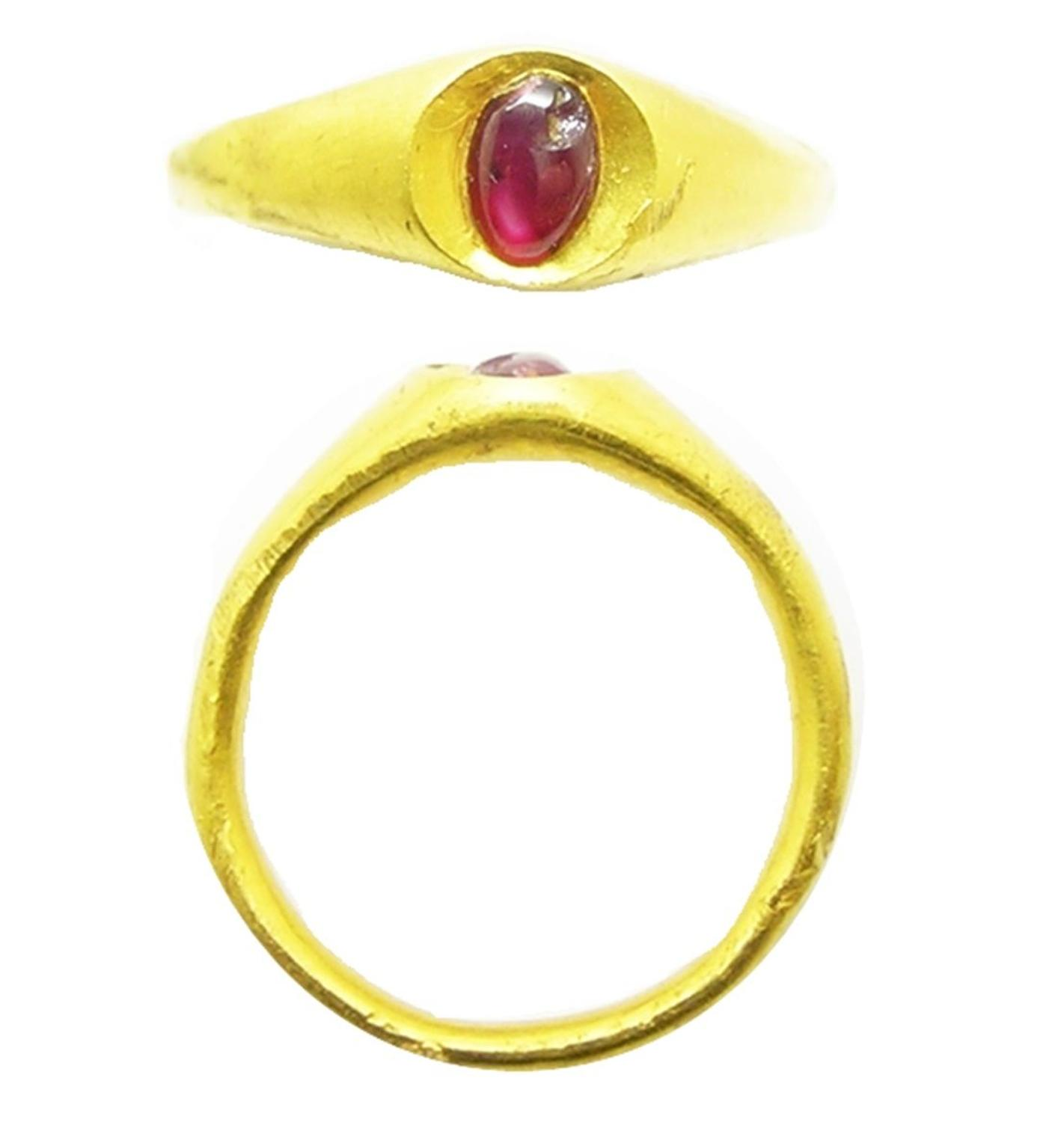 Medieval gold and garnet finger ring