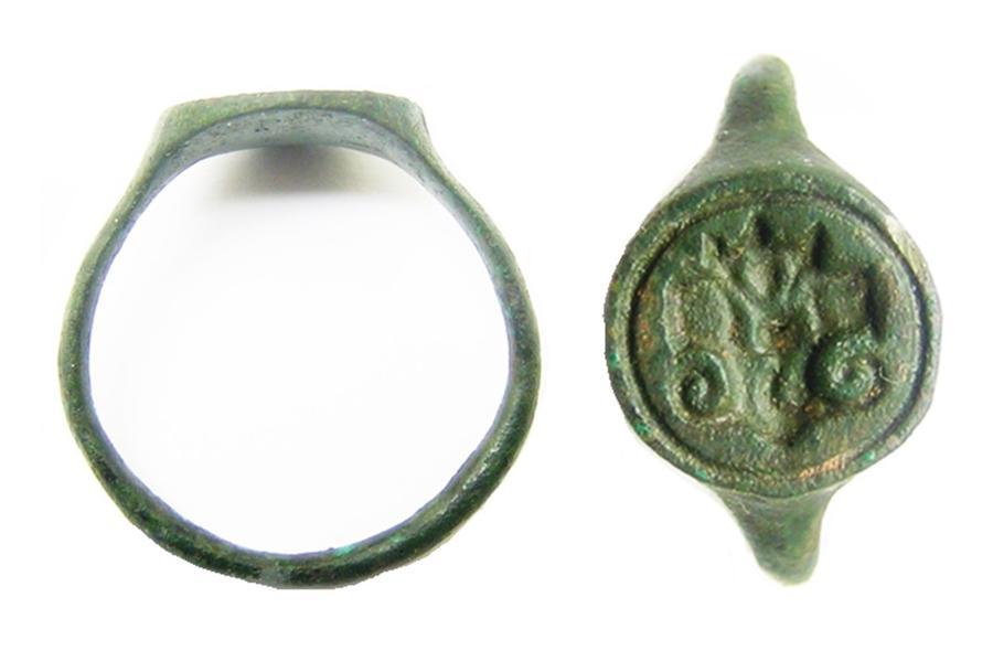 Renaissance bronze signet ring