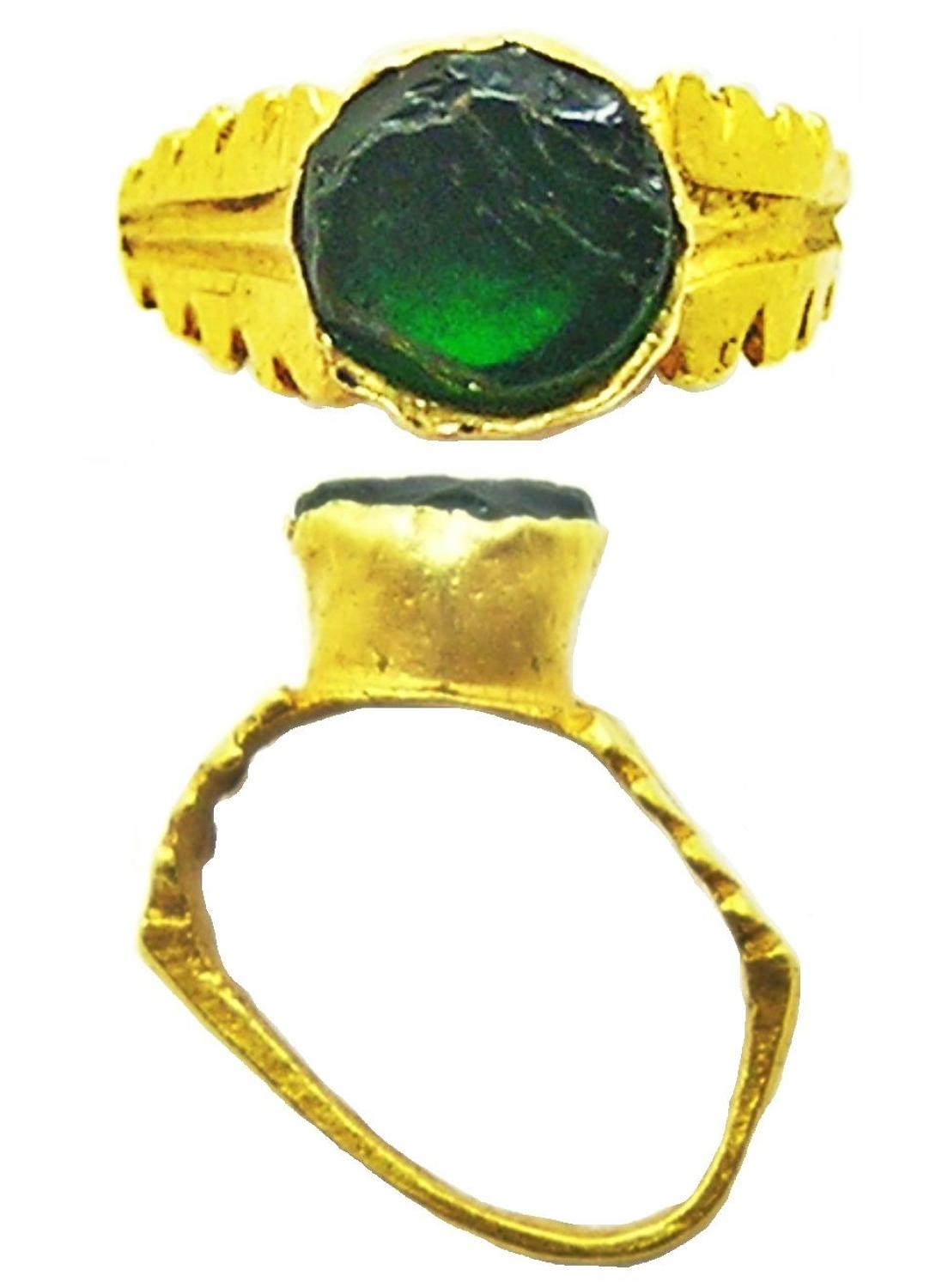 Ancient Roman Gold & Emerald Finger Ring for a Statue Votive offering