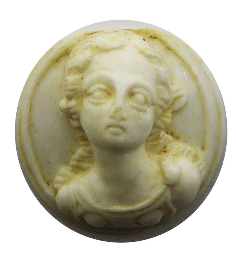 Renaissance/Tudor period relief carved shell hat badge 'La Bella'
