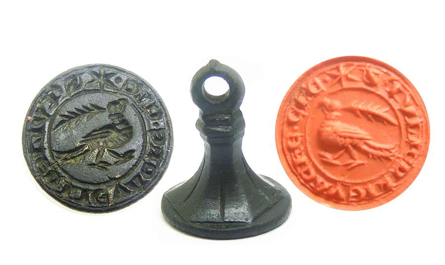 Medieval personal seal matrice with Dove of Peace