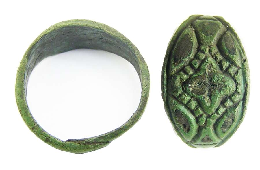Scandinavian Viking bronze finger ring with niello inlay