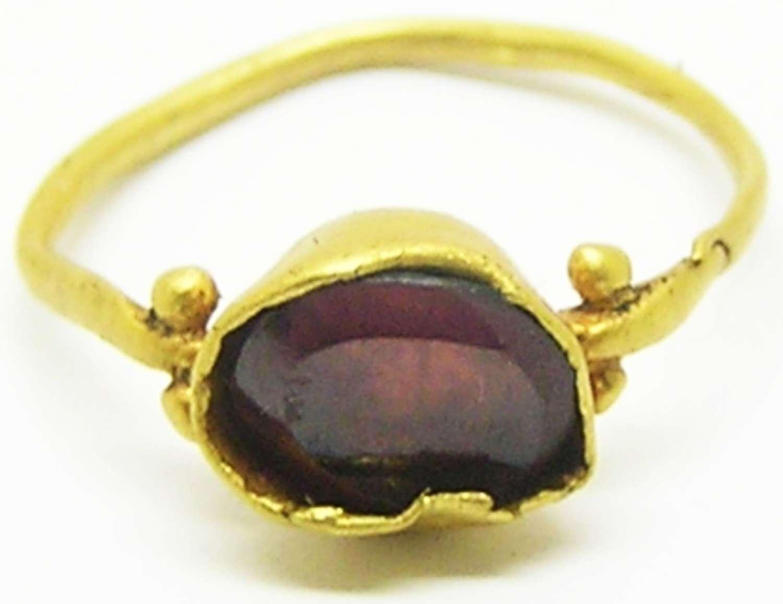 Late Roman gold & garnet finger ring