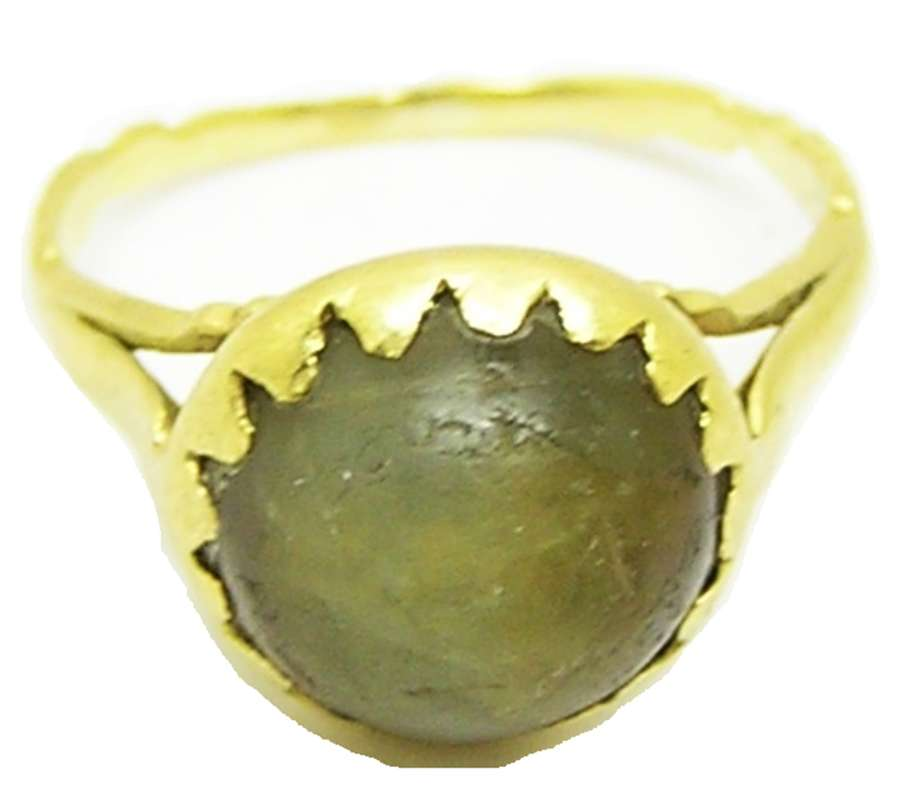 Baroque gold and agate finger ring