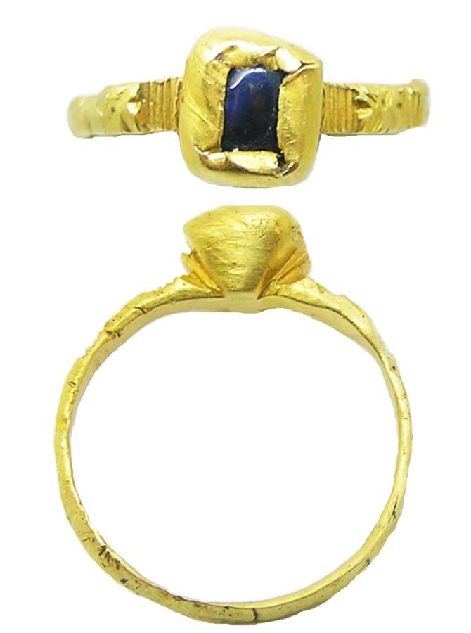 Medieval gold & sapphire finger ring inscribed