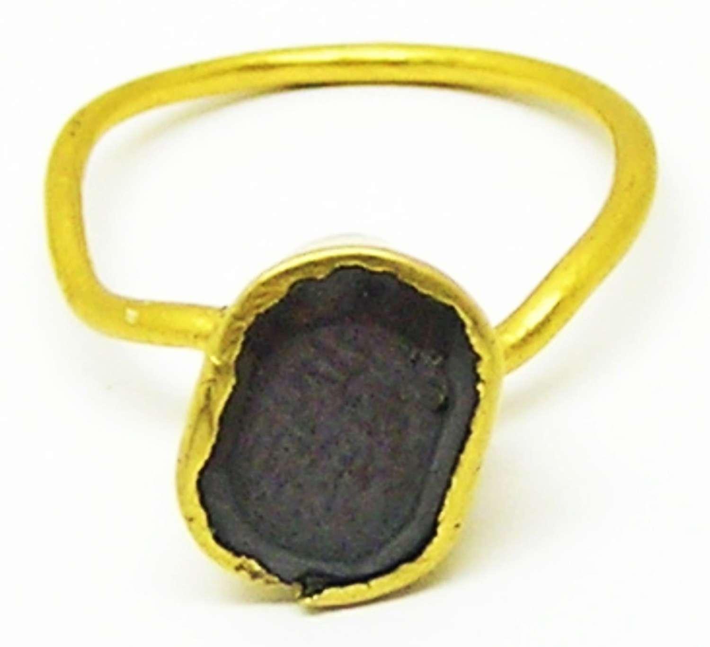 Medieval gold and garnet finger ring