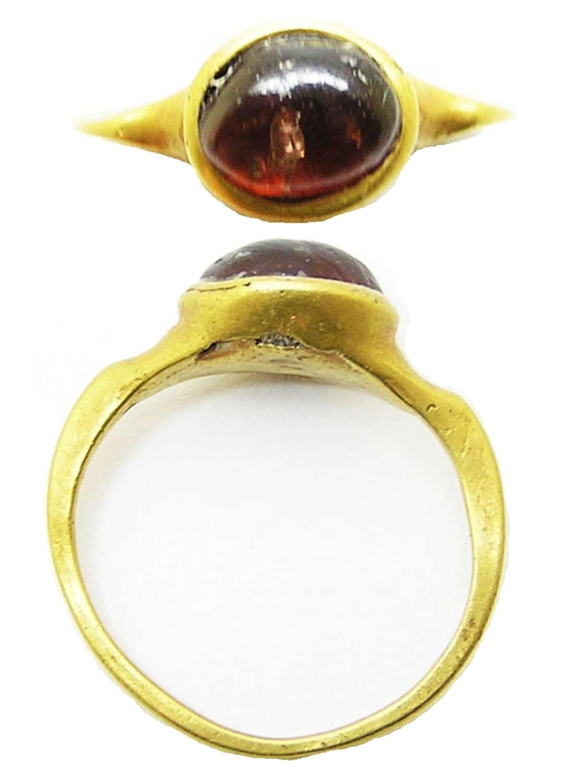 Roman gold and garnet finger ring Guiraud type 3