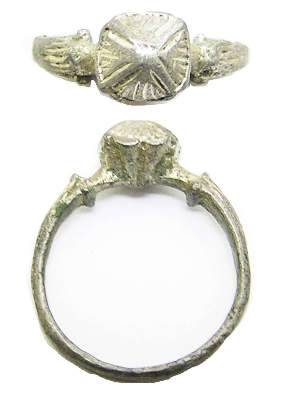Renaissance silver finger ring diamond shaped bezel