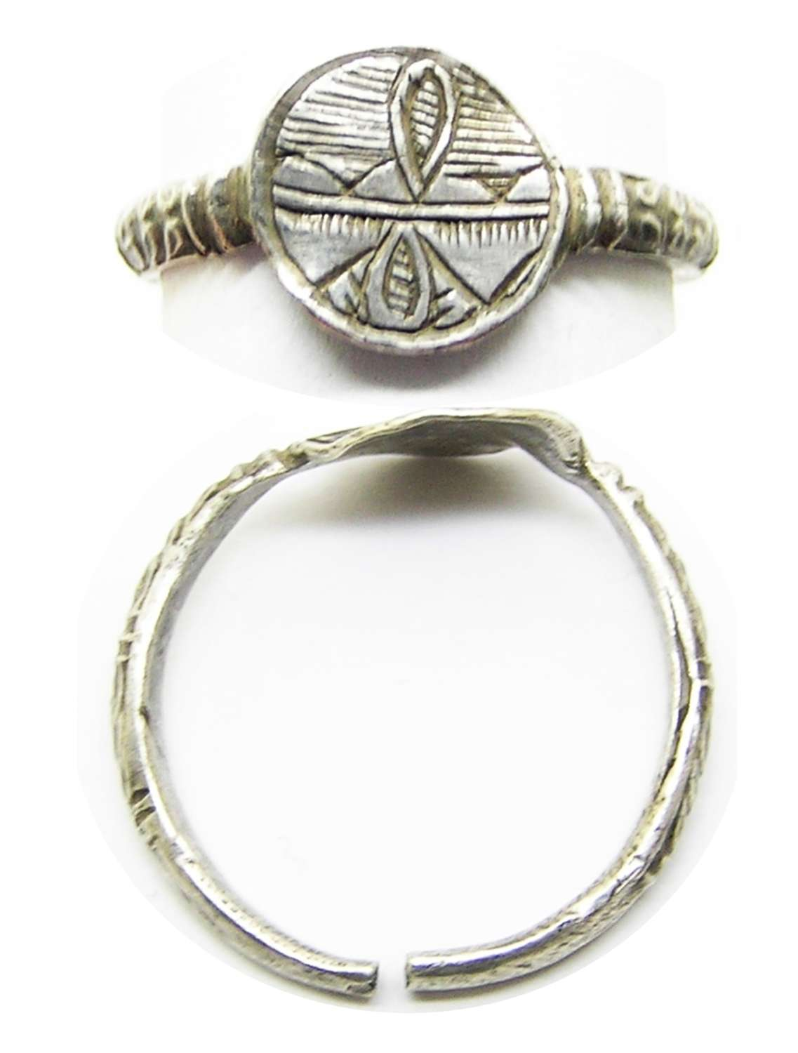 Renaissance silver finger ring pair of hearts joined by a lovers knot