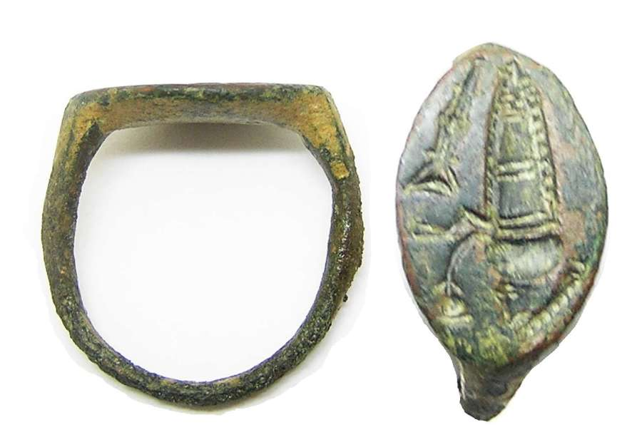 Hellenistic Greek bronze signet ring musician early bagpipe